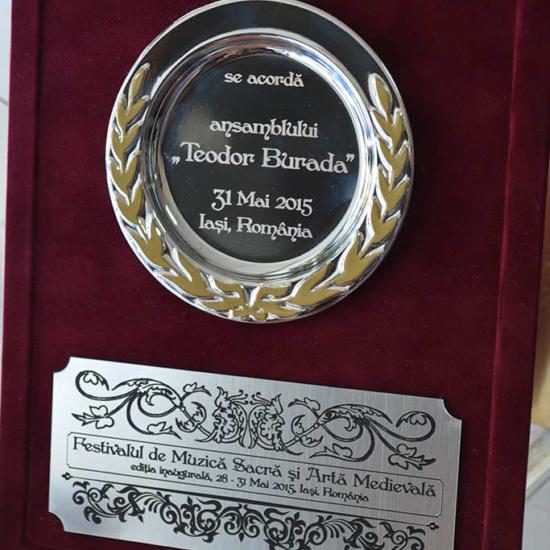 trofeu pentru festival de muzica cu gravura in metalex si mapa grena plusata