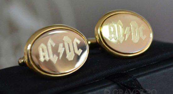 butoni-aur-gravati-AC-DC