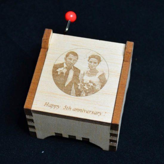 cutie muzicala din lemn cu fotogravura laser