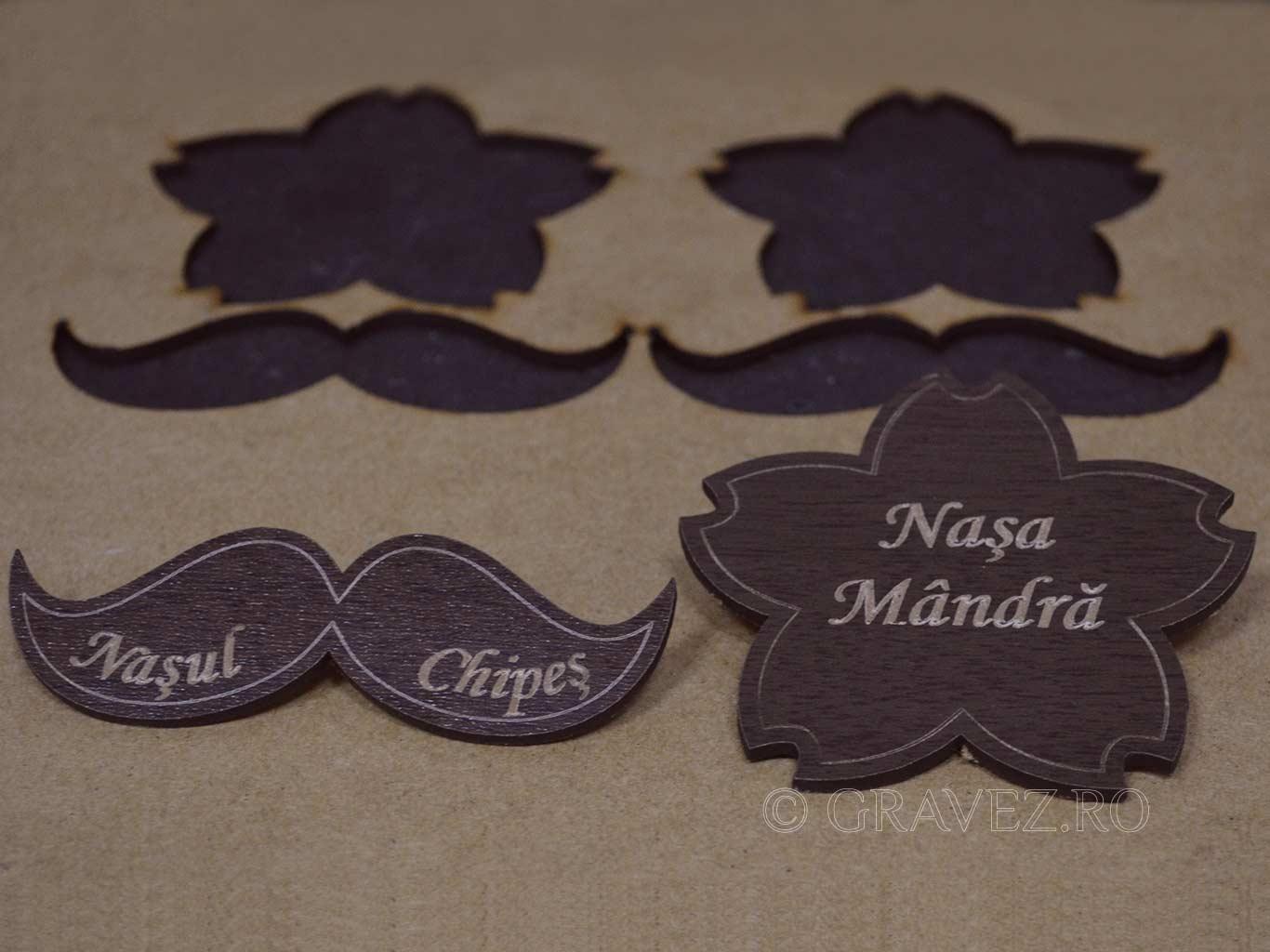 ecusoane-nasi-decupate-si-gravate pentru dunta din lemn