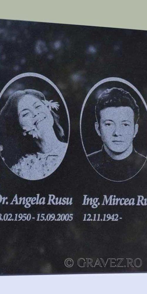 placa funerara gravata cu fotografie si text